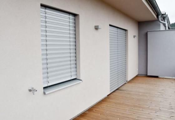 Venkovní žaluzie EZ 90 pro byt s terasou