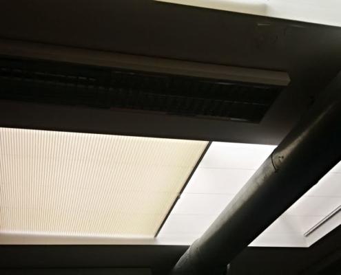 Plisé pro zastínění světlíků v kanceláři