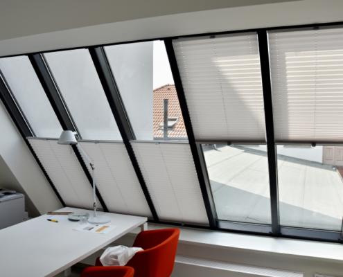 Plisé pro střešní okna kanceláře