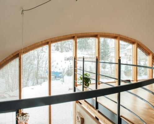 Obloukové žaluzie SINLINE pro atypický zaoblený rodinný dům