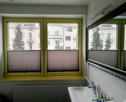 Plisé v oknech moderní přístavby klasické brněnské vily