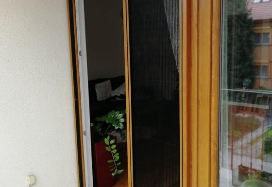 Dveřní plisovaná síť proti hmyzu pro balkonové dveře