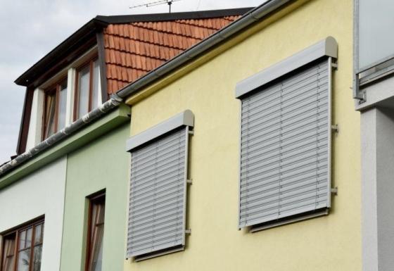 Fasádní venkovní žaluzie EZ 90 pro rodinný dům