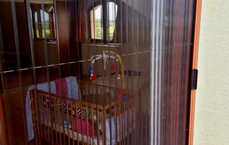 Plisované sítě proti hmyzu do dveří pro rodinný dům