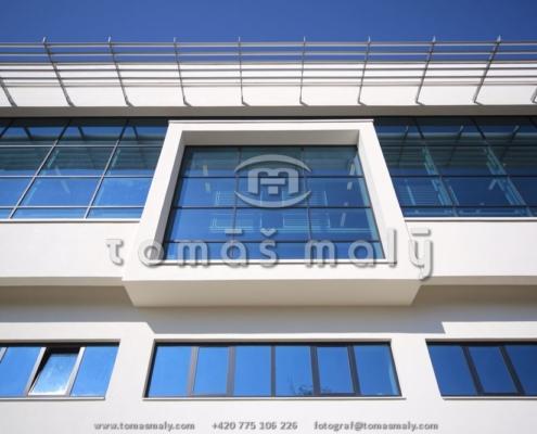 Pevné slunolamy pro novou lahvárnu Budweisser Budvar