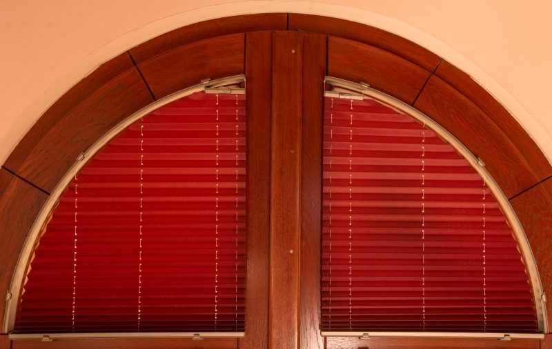 Arched pleated blinds