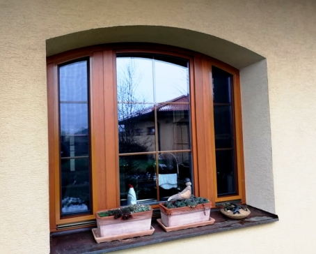 Arched insect screens for windows